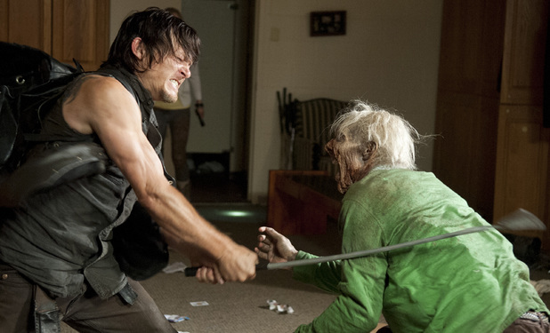 File:Daryl killing a walker in the country club!.jpg