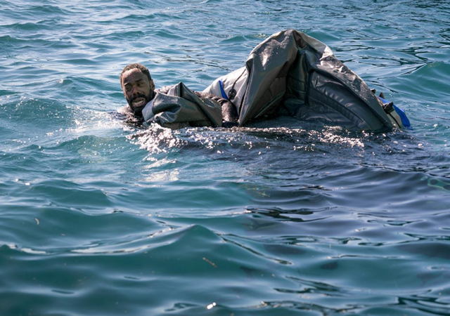 File:FTWD 204 Strand Deflated Raft.png