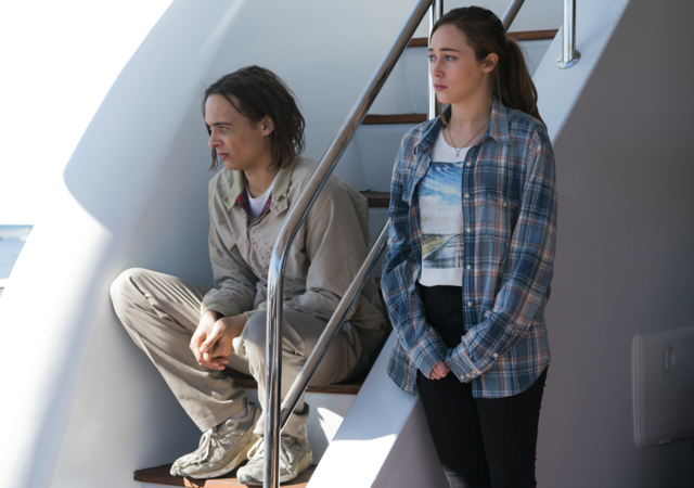File:FTWD 201 Nick Alicia Curious.png