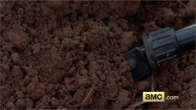 File:5x09 Digging for Beth.png