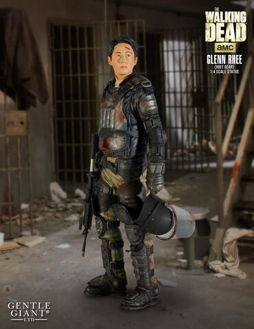 File:Glenn in Riot Gear Statue 1.jpg