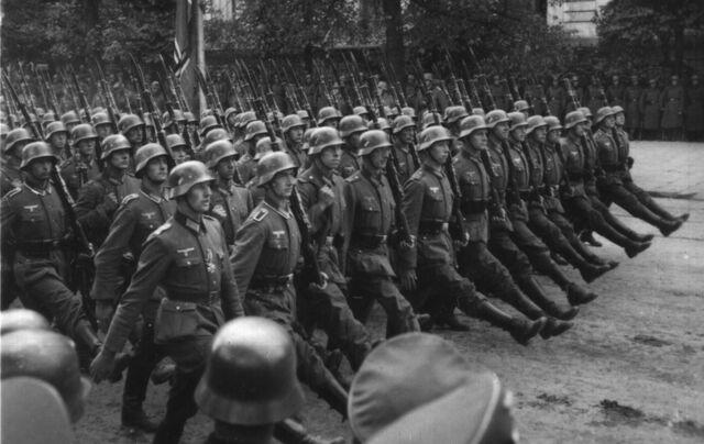 File:German Troops In Warsaw.jpg