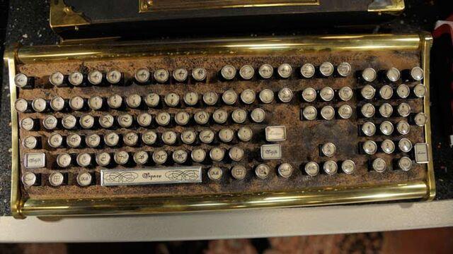File:Arties keyboard.jpg