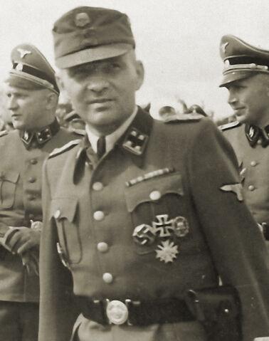 File:SS-Sturmbannführer Rudolf Höß.jpg