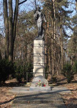 Pomnik Zywiciela.jpg