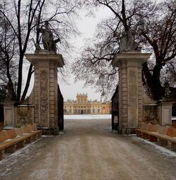 Pałac w Wilanowie (brama wjazdowa).JPG
