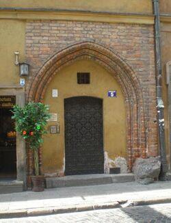 Nowomiejska (kamienica nr 5, gotycki portal)