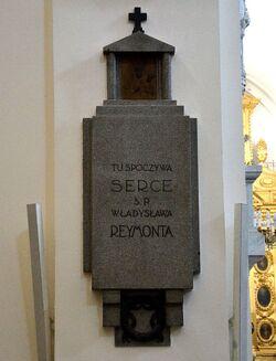 Epitafium i serce Władysława Reymonta w kościele św. Krzyża.JPG