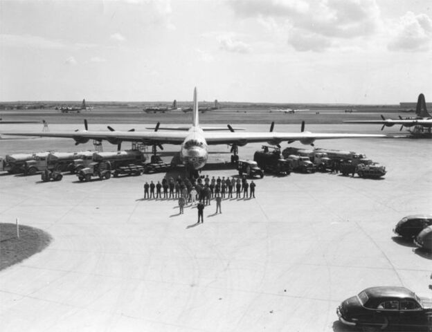 File:780px-B-36 Peacemaker - personnel and equipment.jpg