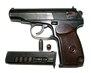 File:9-мм пистолет Макарова с патронами.jpg