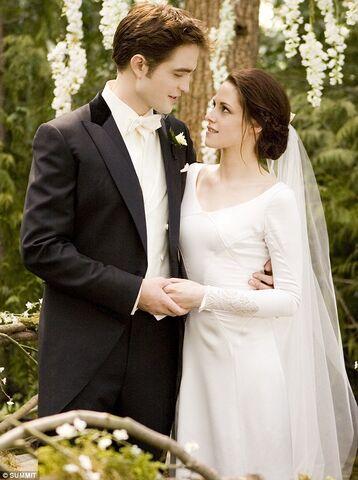 File:Bella swan wedding.jpeg