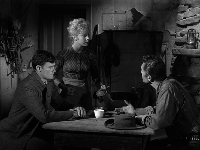 File:Rawhide - Incident of the Four Horsemen - Image 3.png