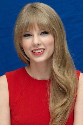 File:Taylor Swift2.jpg