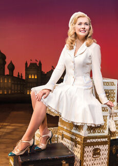Savannah-stevenson-as-glinda