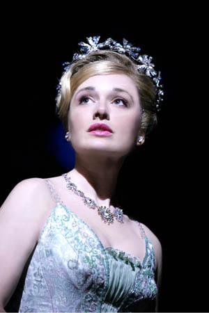 File:Dianne Pilkington (Glinda) in WICKED photo by Tristram Kenton.jpg