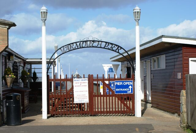 Plik:Entrance to Yarmouth Pier.JPG