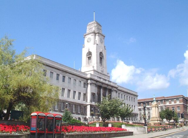 Plik:Barnsley Town Hall (1).jpg