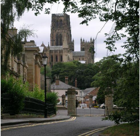 Plik:Durham Crown Court and Cathedral.JPG