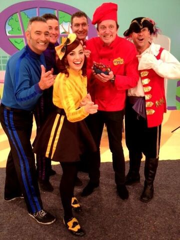 File:TheWiggles,MurrayandCaptainFeathersword.jpg