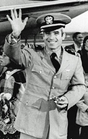 File:JohnMcCainReturn.jpg