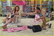 Selena-gomez-zelzar-beach-day-19