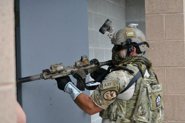 File:Navy SEAL HK416.jpg