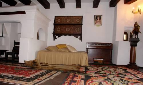 File:Courtyard of bran castle 60.jpg