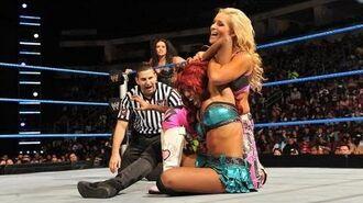 SmackDown- Tamina Snuka & Alicia Fox vs