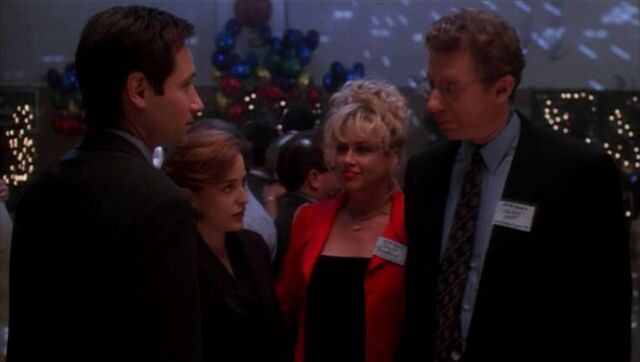 File:Fox Mulder and Dana Scully with Sheila Fontaine and Holman Hardt.jpg