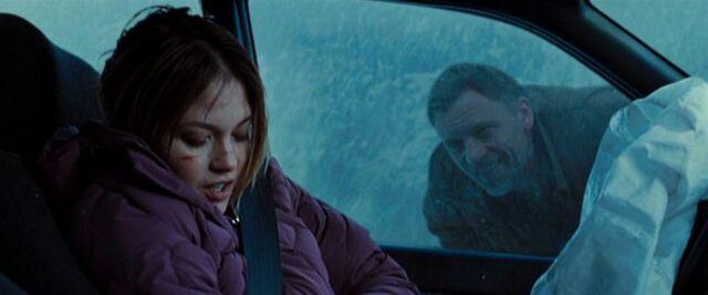 File:Janke Dacyshyn looks through Cheryl Cunningham's window.jpg