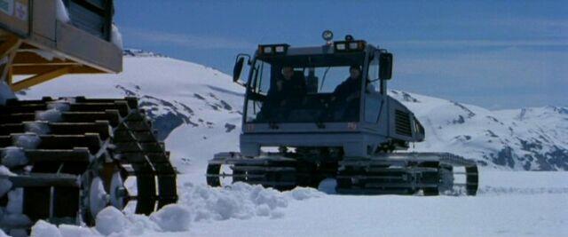 File:Snowcats meet.jpg