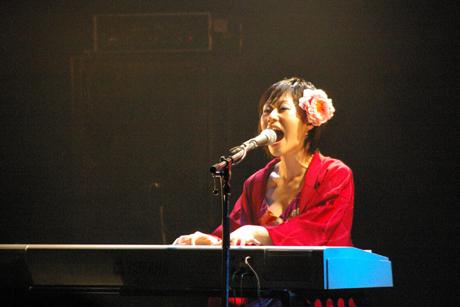 File:Kurahashiyoeko live 02.jpg