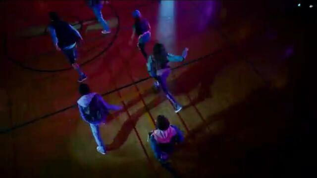 File:Zoey Stevens' dance squad (4).jpg
