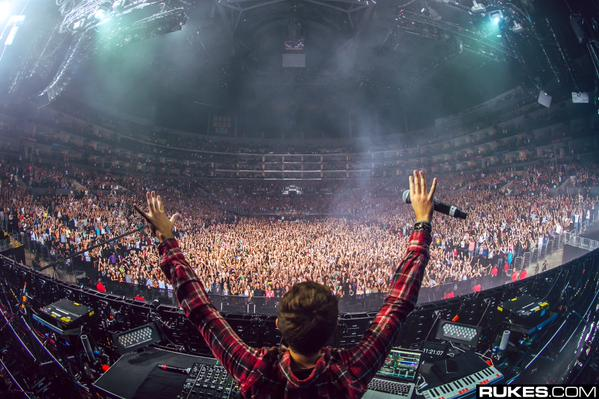 File:Zedd with his hands up in LA.jpeg