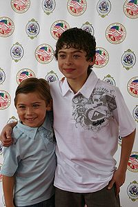 File:200px-Raymond and Ryan Ochoa.jpg