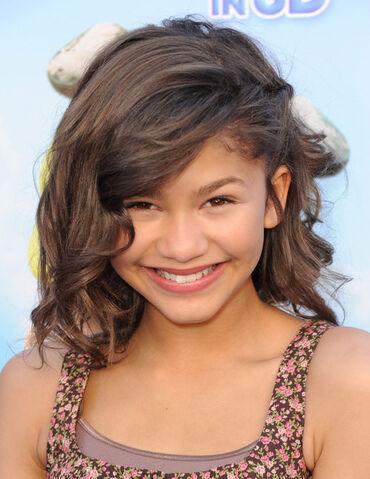 File:Zendaya Coleman Shoulder Length Hairstyles AvHXzikQlD5l.jpg