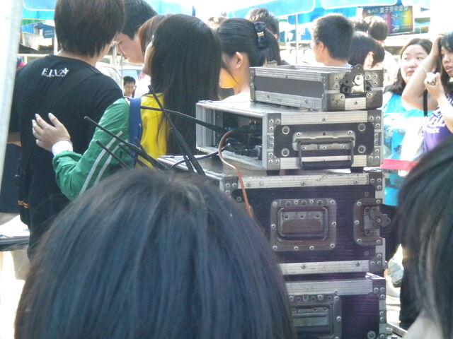 檔案:《蕭灑小姐》台南簽唱會音控室.JPG